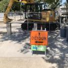 Detour sign in front of contruction area